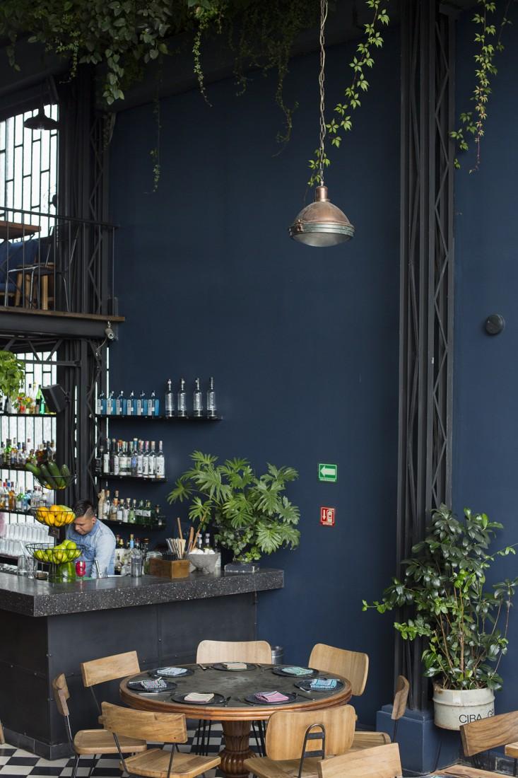 bar at romita restaurant in mexico city by mimi giboin for gardenista